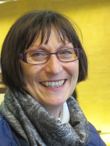 Ms Sandra  Bates